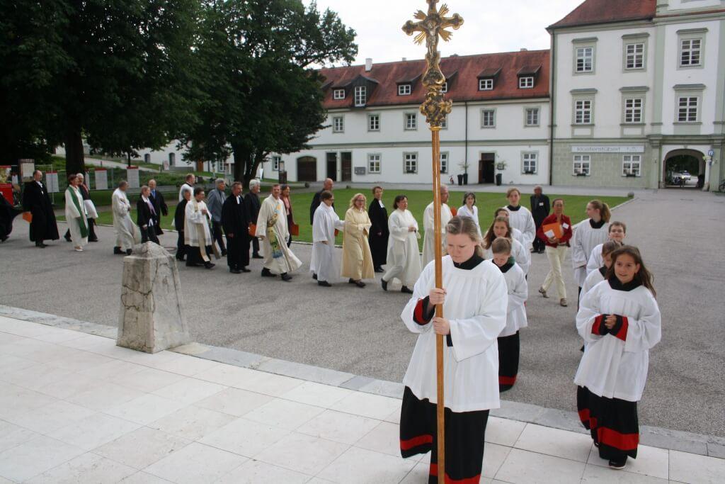Freitag, 19. Juni 2015, 19 Uhr: Einzug zum Ökumenischen Kirchentag in die Fürstenfeldbrucker Klosterkirche. Foto: Deschauer