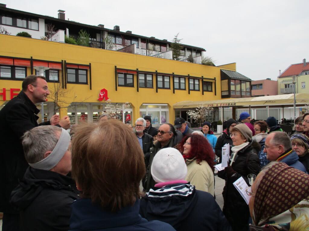 """Lange Nacht der Kirchen 2019: Am Geschwister-Scholl-Platz begann die """"Lange Nacht der Christen"""" am 12. April 2019."""